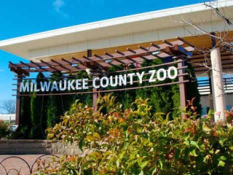 Welcome to one of the country's finest zoological attractions, the Milwaukee County Zoo will educate, entertain and inspire you! Visit our over 3,100 mammals, birds, fish, amphibians and reptiles in specialized habitats spanning 190 wooded acres. Explore educational wildlife shows, fun attractions, and enticing special events.